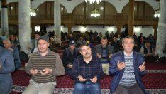 Mevlit Kandili'nde vatandaşlar camilere akın etti