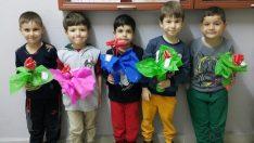 Minik öğrencilerden 'el emeği' Öğretmenler Günü hediyesi