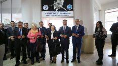 Rektör Bağ'ın öğretmeni üniversiteye kütüphane açtı