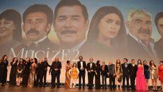 """""""Mucize 2 Aşk"""" filminin ekibi tam kadro İzmir galasına katılacak"""