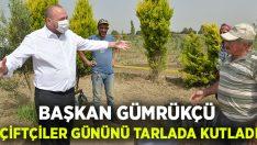Başkan Gümrükçü, Çiftçiler Günü'nü tarlada kutladı