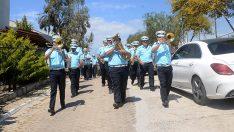 Kuşadası'nda belediye bandosundan 1 Mayıs konseri
