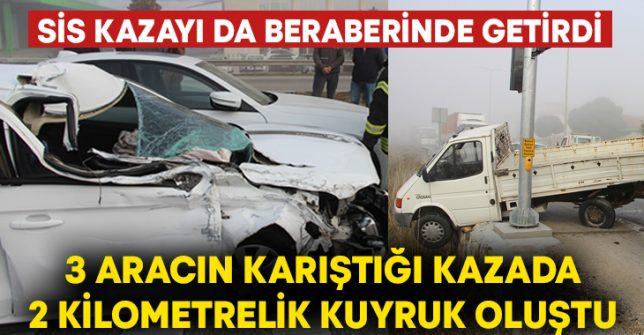 Sis kazayı da beraberinde getirdi.. 3 aracın karıştığı kaza 2 kilometrelik kuyruk oluştu