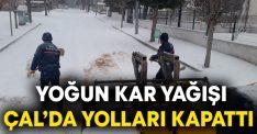 Yoğun kar yağışı Çal'da yolları kapattı
