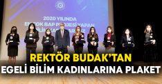 Rektör Budak'tan Egeli bilim kadınlarına plaket