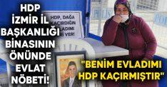 """HDP İzmir İl Başkanlığı binasının önünde evlat nöbeti! """"Benim evladımı HDP kaçırmıştır"""""""